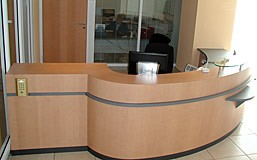 Fabrication sur mesure de banques d?accueil