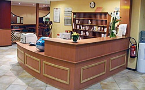Fabrication et installation du comptoir d?accueil sur hall de réception