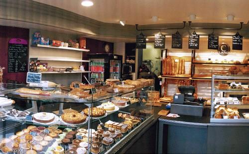 Nouvelle installation pour la Boulangerie de Mr & Mme Rivière. Vitrines plus spacieuse pour optimiser la vente