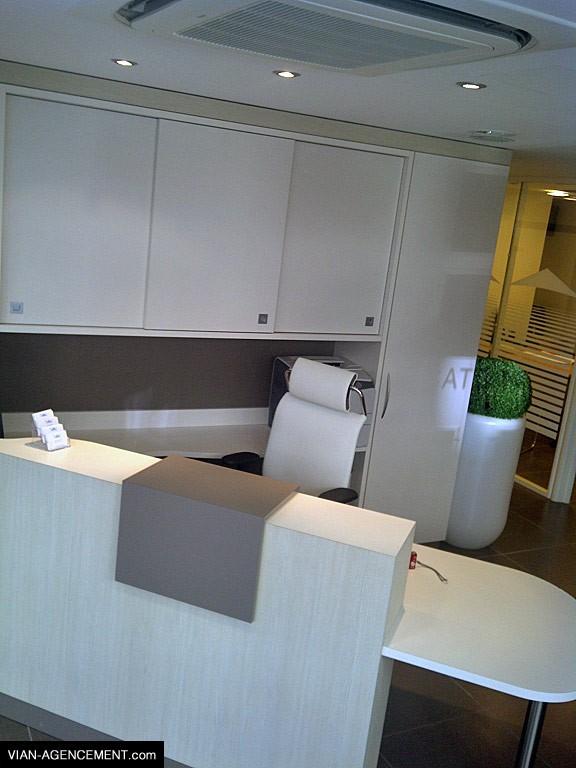 Réalisation et aménagement des bureaux de l'agence immobilière Guy Hoquet à Manneville-sur-Risle