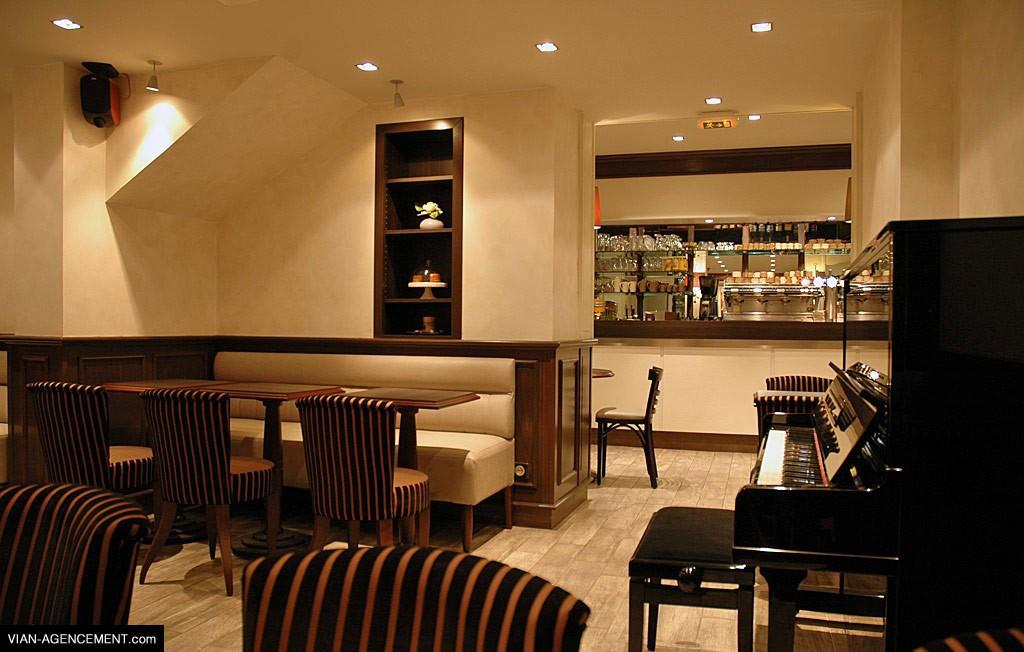 Aménagement d'un espace café, où s'allient modernité et tradition