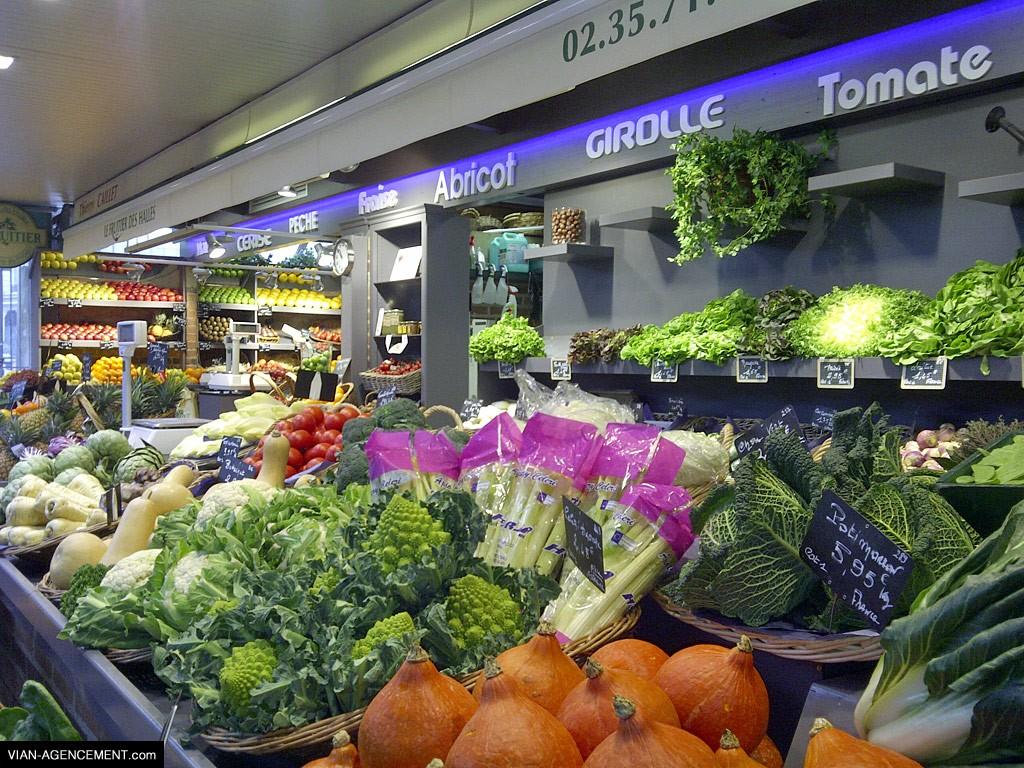 Agencement d'un commerce de fuite et légumes aux halles de Rouen : réalisation et installation.