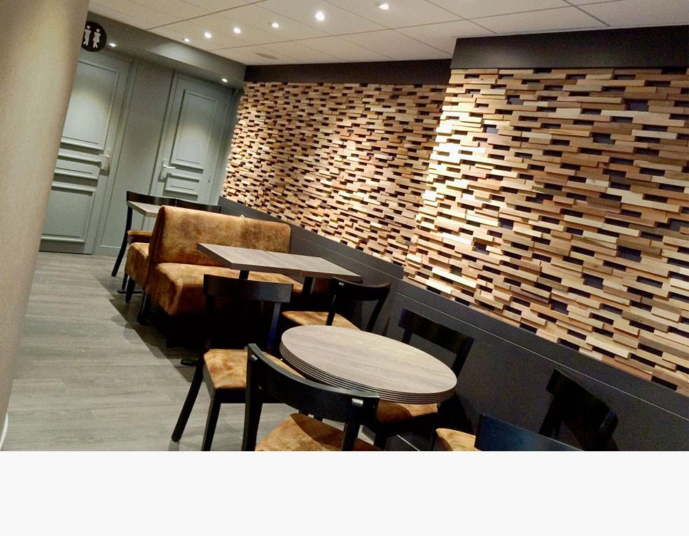 Briques et bois brut, agencement de bar